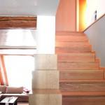 Holztreppe-Innenausbau-Sichtbalken